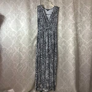 Cable & Gauge Sleeveless Maxi Dress In M